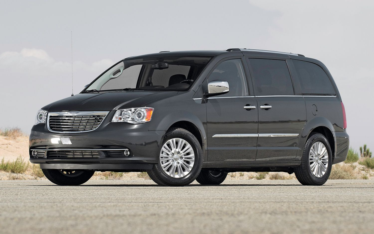 Chrysler Town-and-Country  3.3 150 KM Minivan