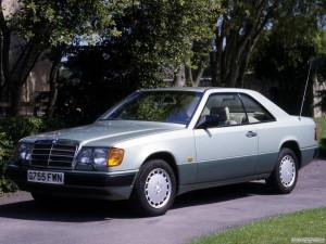 Mercedes-Benz E-klasse  E 220 124.042 150 KM Sedan