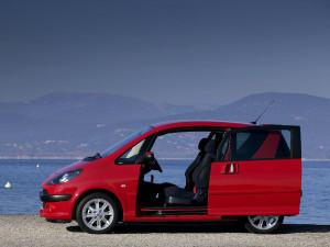 Peugeot 1007  1.4 i 75 KM Minivan