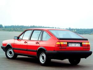 Volkswagen Passat  1.8i (87Hp) Sedan