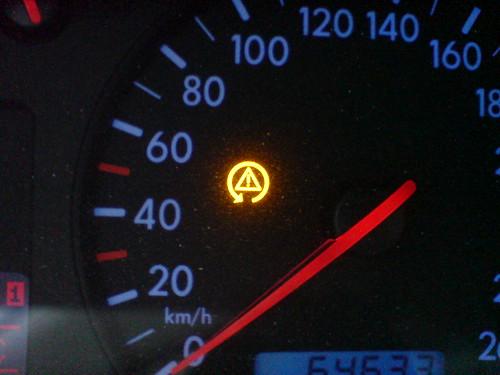 kontrolka kierownica z wykrzyknikiem - Co może być przyczyną ?