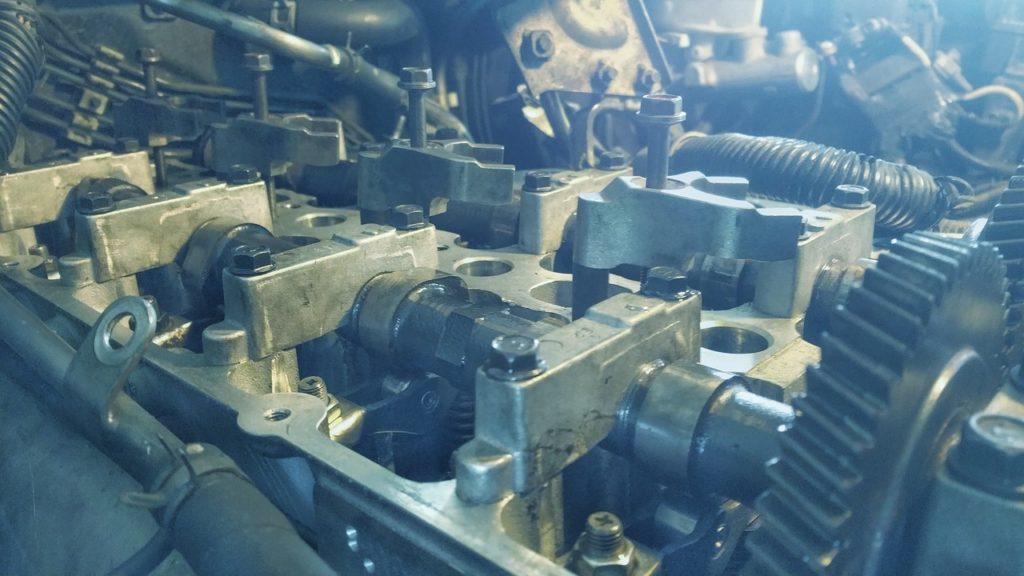 Jak spuścić olej z silnika?