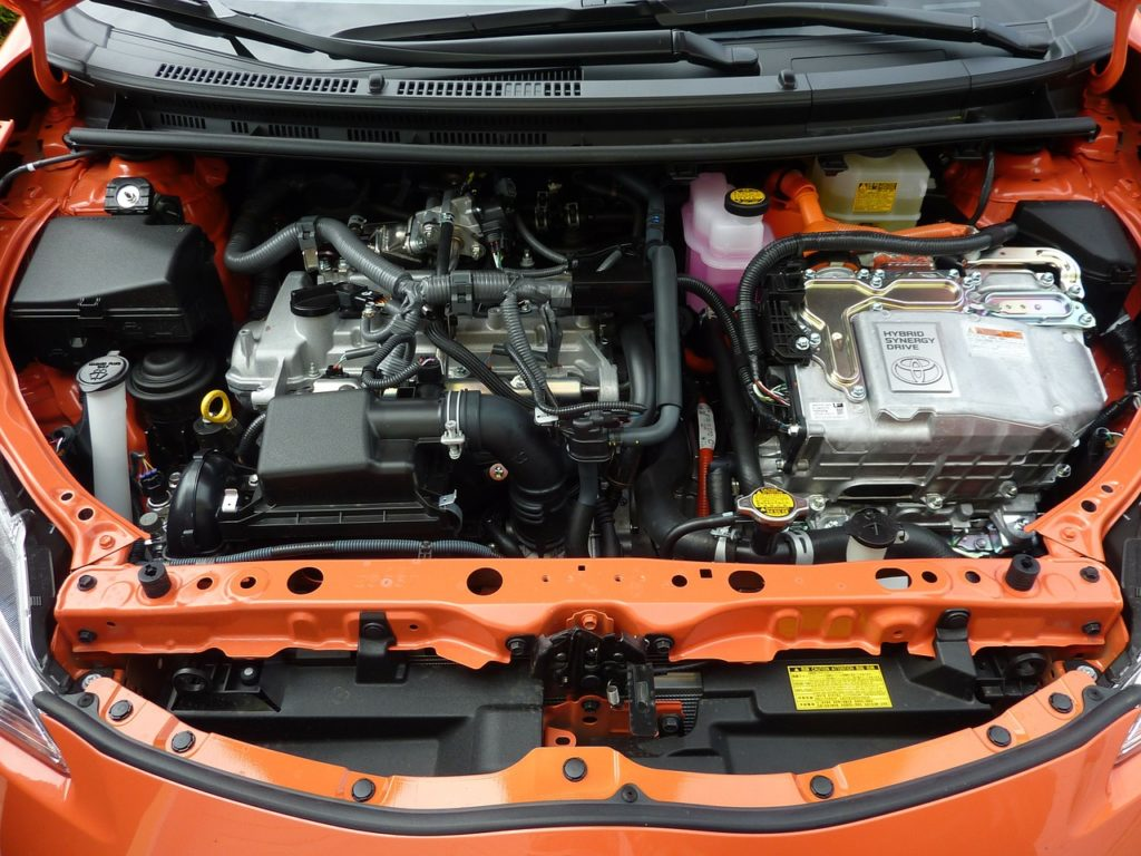Jak sprawdzić poziom oleju w samochodzie