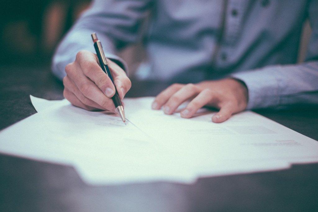 Przygotowanie umowy sprzedaży auta