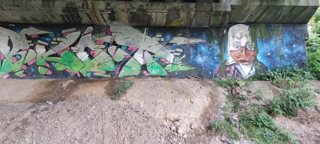 Graffiti pod Wiaduktem w kierunku Dąbrówka Mała