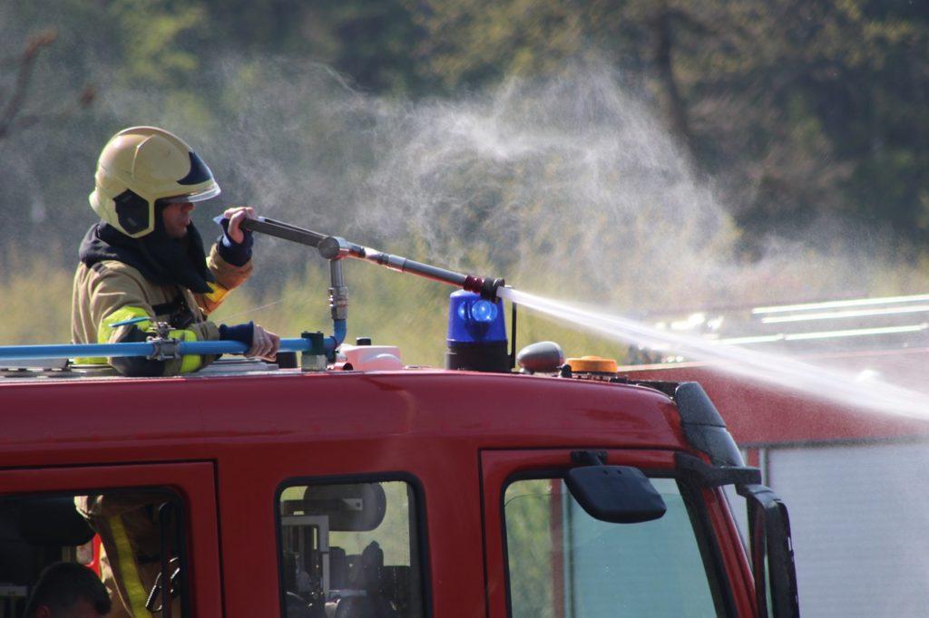 Jak zachować się słysząc sygnały straży pożarnej?